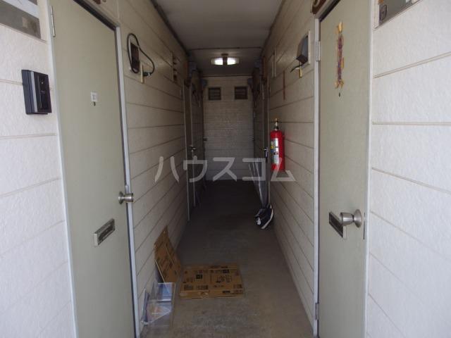 ヴィラ桜ヶ丘 203号室のエントランス