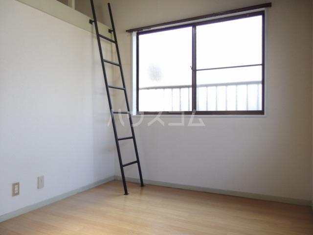 ヴィラ桜ヶ丘 203号室のリビング