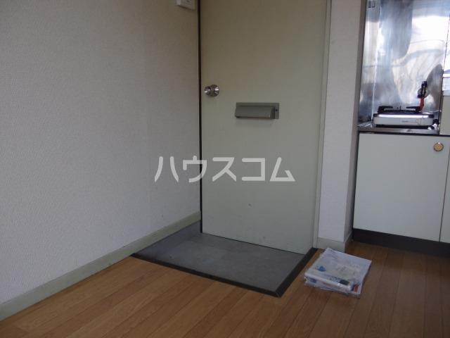 ヴィラ桜ヶ丘 203号室の玄関