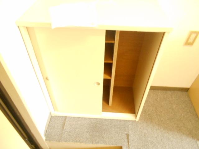 フラワーハイム 222号室の収納