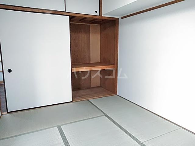 ロイヤルハウス喜多山 302号室の居室