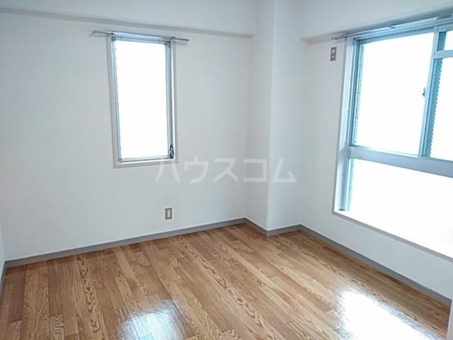 ロイヤルハウス喜多山 302号室のリビング