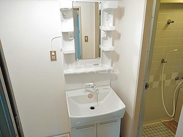 ロイヤルハウス喜多山 302号室の洗面所