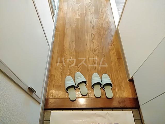 ロイヤルハウス喜多山 302号室の玄関