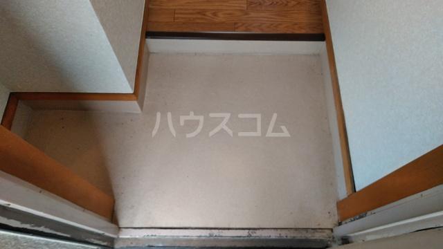 ハウステラサイド 208号室の玄関