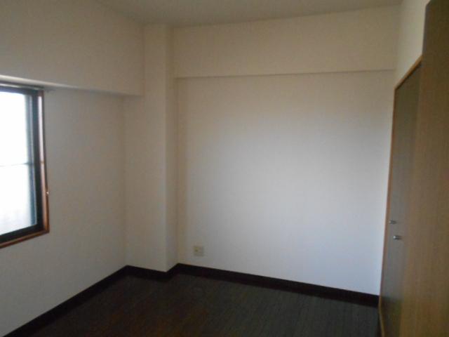 グリーンシティ岩倉 301号室のリビング