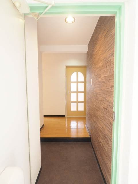 サンハイツ名北 202号室の玄関