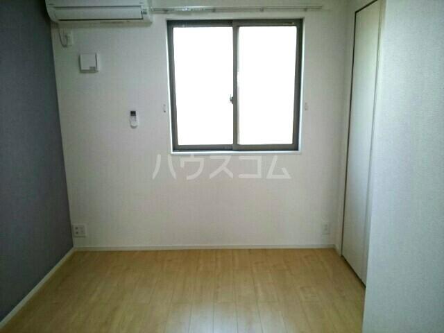 エアリーウッド 01010号室の居室