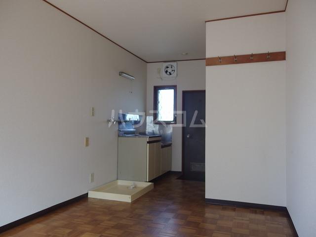 AP・嶋 202号室の玄関