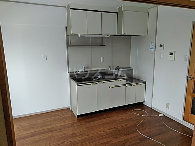 ファミール八代 403号室のキッチン