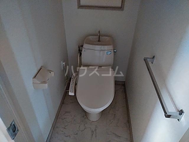 ファミール八代 403号室のトイレ