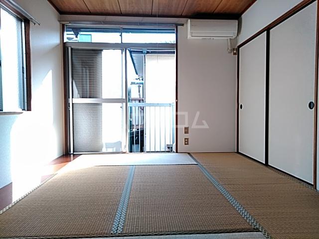 三山ハイツ 203号室のリビング