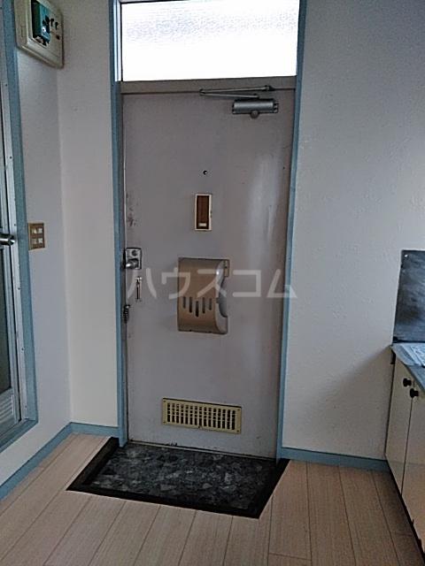 三山ハイツ 203号室の玄関