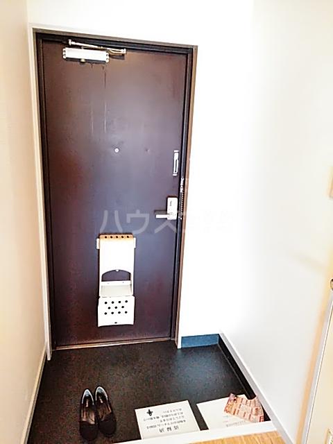 グランフォーラム 105号室の玄関