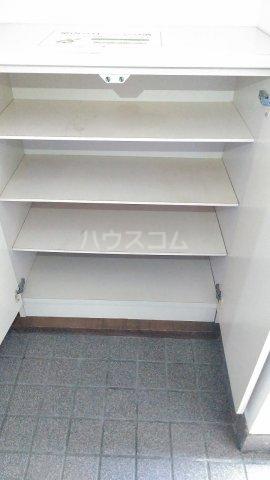 メゾンラフォーレⅡ 302号室の玄関