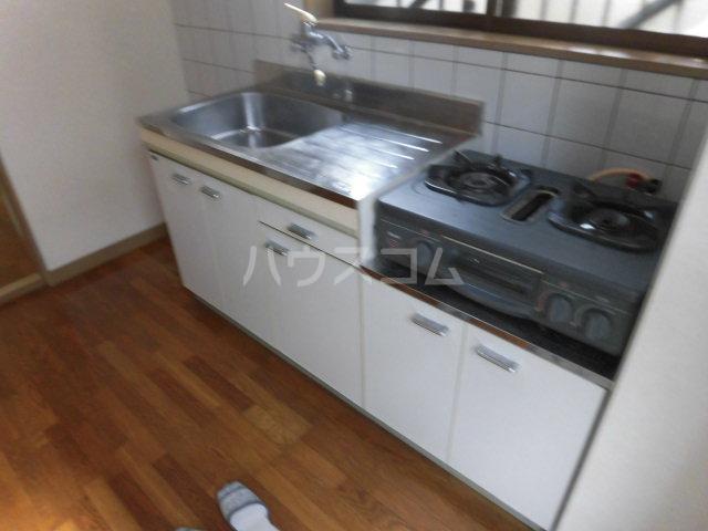 ホワイトプラザ 101号室のキッチン