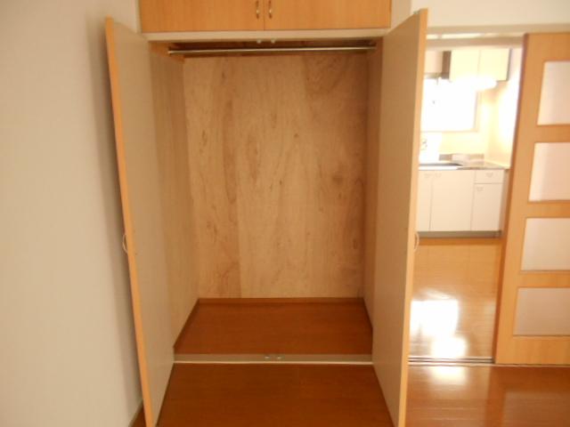 第1スザキハイツ 103号室の収納