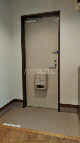 ピースフルハイツ 203号室の玄関