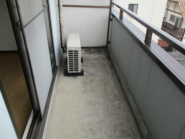 プリミエール八田 401号室のバルコニー