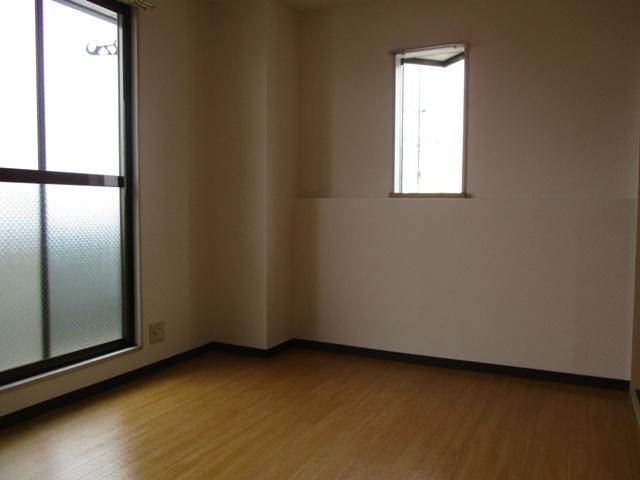 プリミエール八田 401号室のリビング