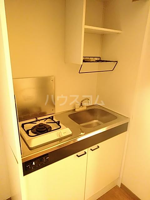 メゾン庄名 103号室のキッチン