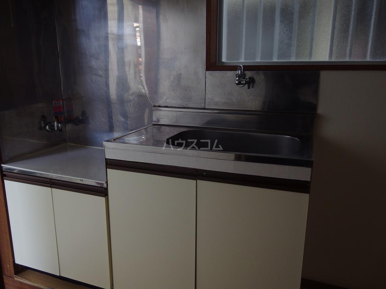 ちとせハイム 102号室のキッチン
