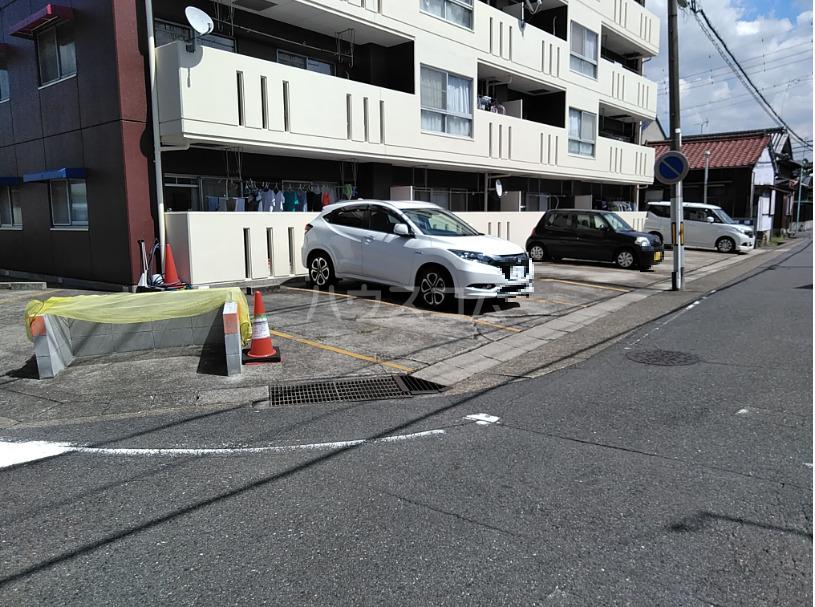 山田ハイツ 402号室の駐車場