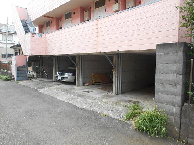 レモンホームすすきの 105号室の駐車場