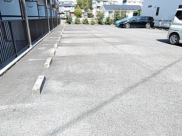 カレッジハイツ 春日井 205号室の駐車場