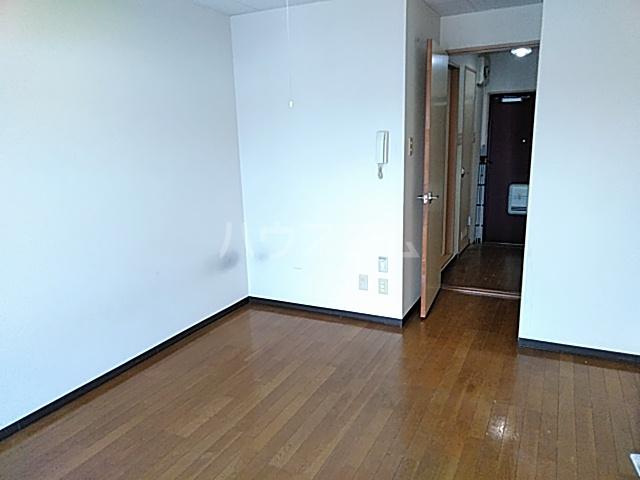カレッジハイツ 春日井 205号室のリビング