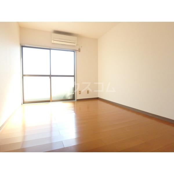 光壱番館 204号室の居室