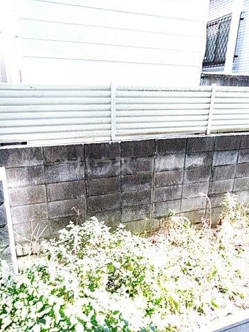 スプリングシールド 108号室の庭