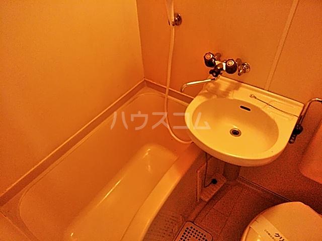 スプリングシールド 108号室の風呂