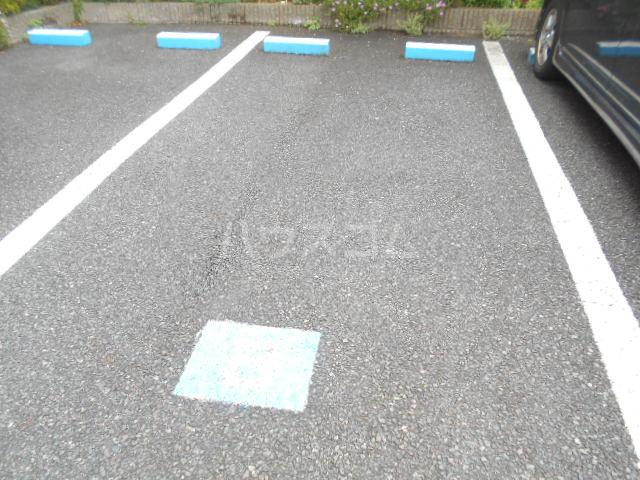 シェソワ 202号室の駐車場