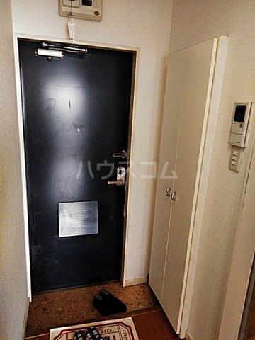 スプリングシールド 205号室の玄関
