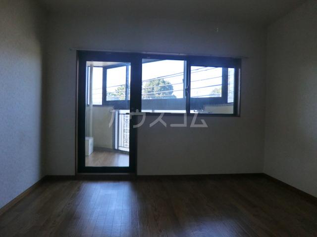 フラット桜ヶ丘 312号室の居室