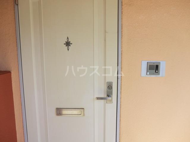フラット桜ヶ丘 312号室の玄関