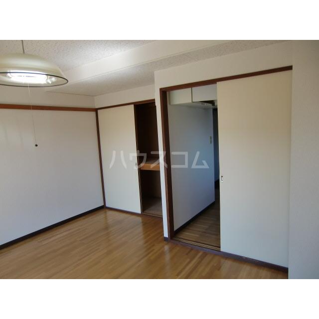 メゾン高幡 201号室のリビング