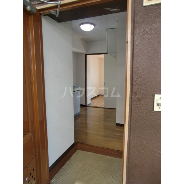 メゾン高幡 201号室の玄関