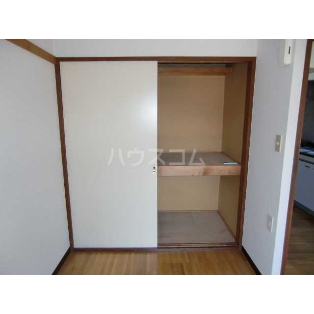 メゾン高幡 201号室の収納