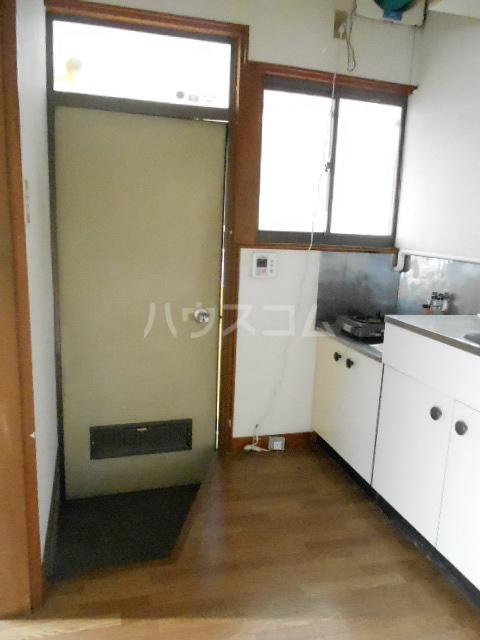 榎本荘 101号室の玄関
