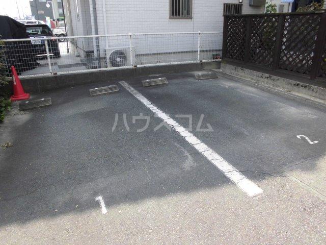 グレイス野白 203号室の駐車場