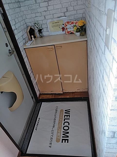 エステート・ニューミー 201号室の玄関
