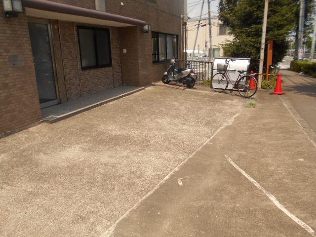 田邊ビル 301号室の駐車場