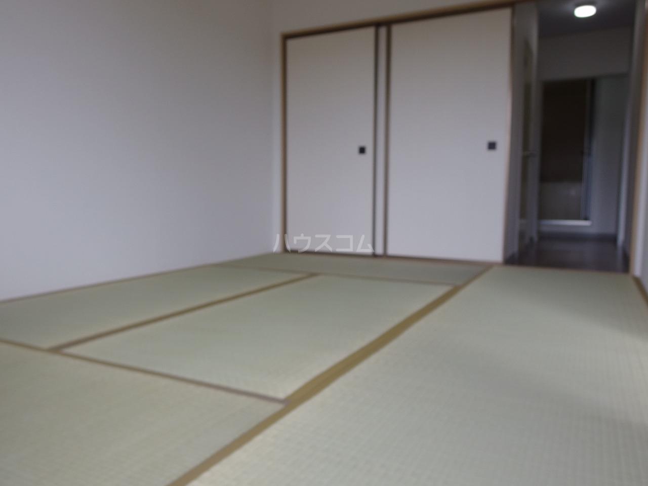 ヒルトップハイツB棟 201号室のリビング