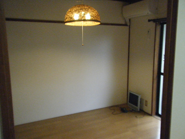 ファーストマンション 305号室のリビング