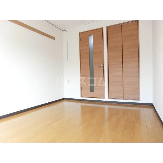 ハイツ土方A 201号室の居室