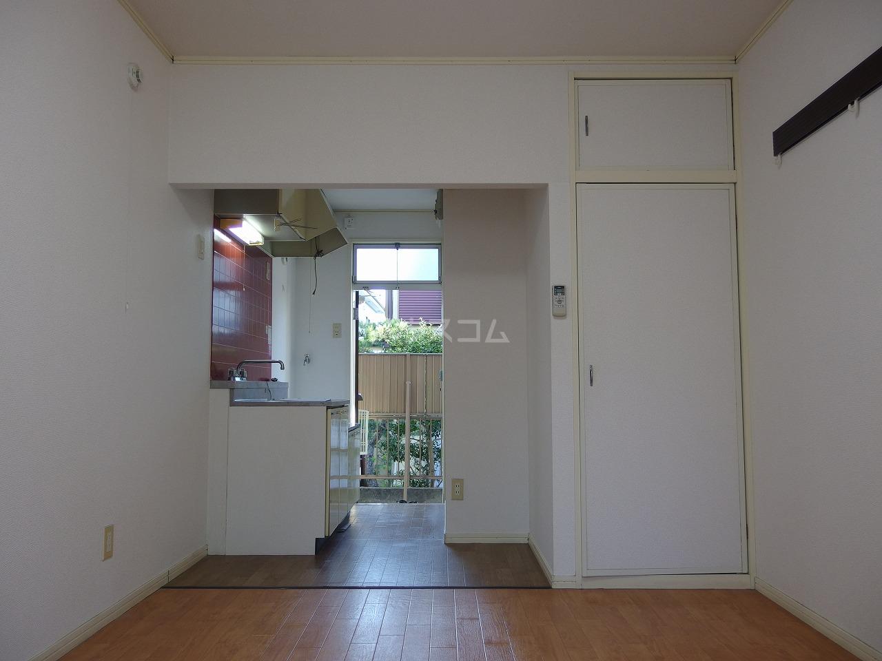 フラット程久保 203号室の居室