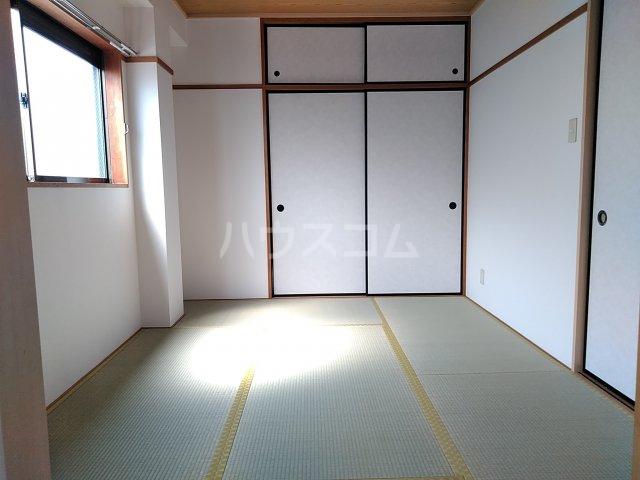 シャトル古城 201号室の居室