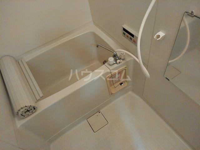 シャトル古城 201号室の風呂